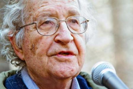 """Noam Chomsky: """"O capitalismo é intrinsecamente sádico"""". Foto de Andrew Rusk"""